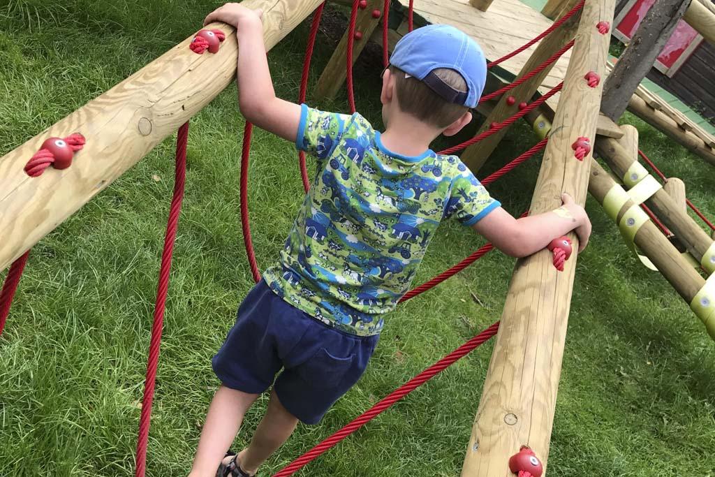 Pepijn klimt als een echte touwloper