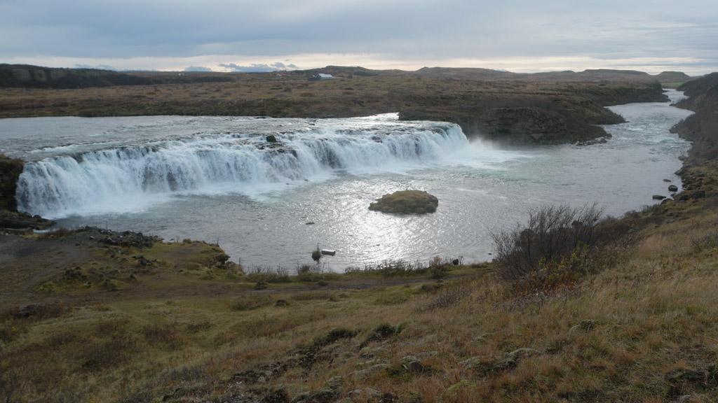 Mooi om de rivier en waterval zo te zien.