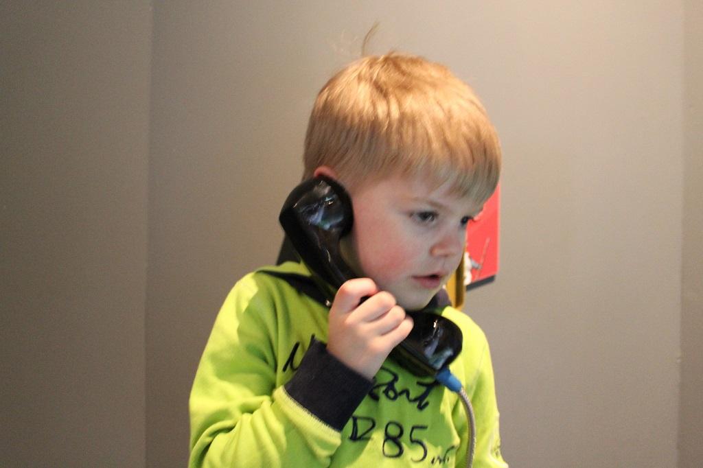 De telefoons zijn leuk, de verhalen zijn voor de kleinere kinderen nog te moeilijk.