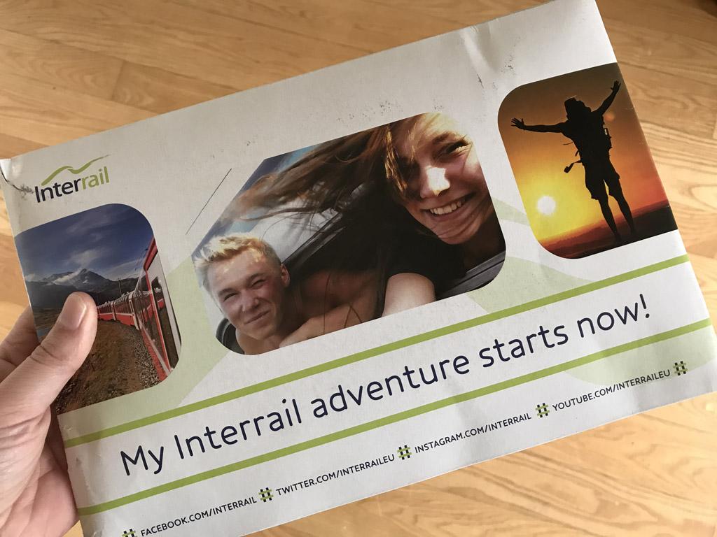 In deze envelop kwamen de Interrail passen bij ons thuis.