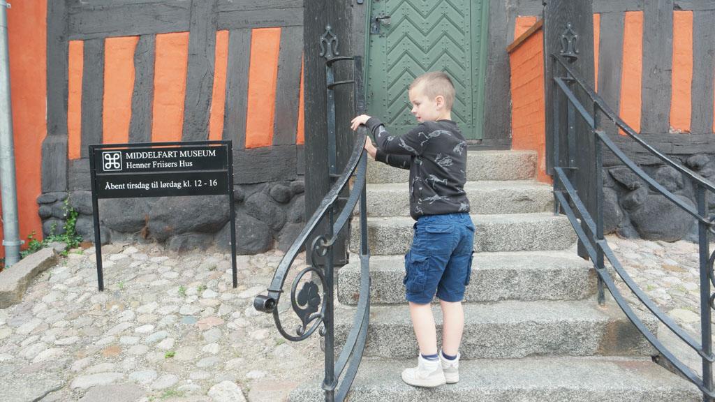 Oeps, het museum over de bruinvissen is net dicht.