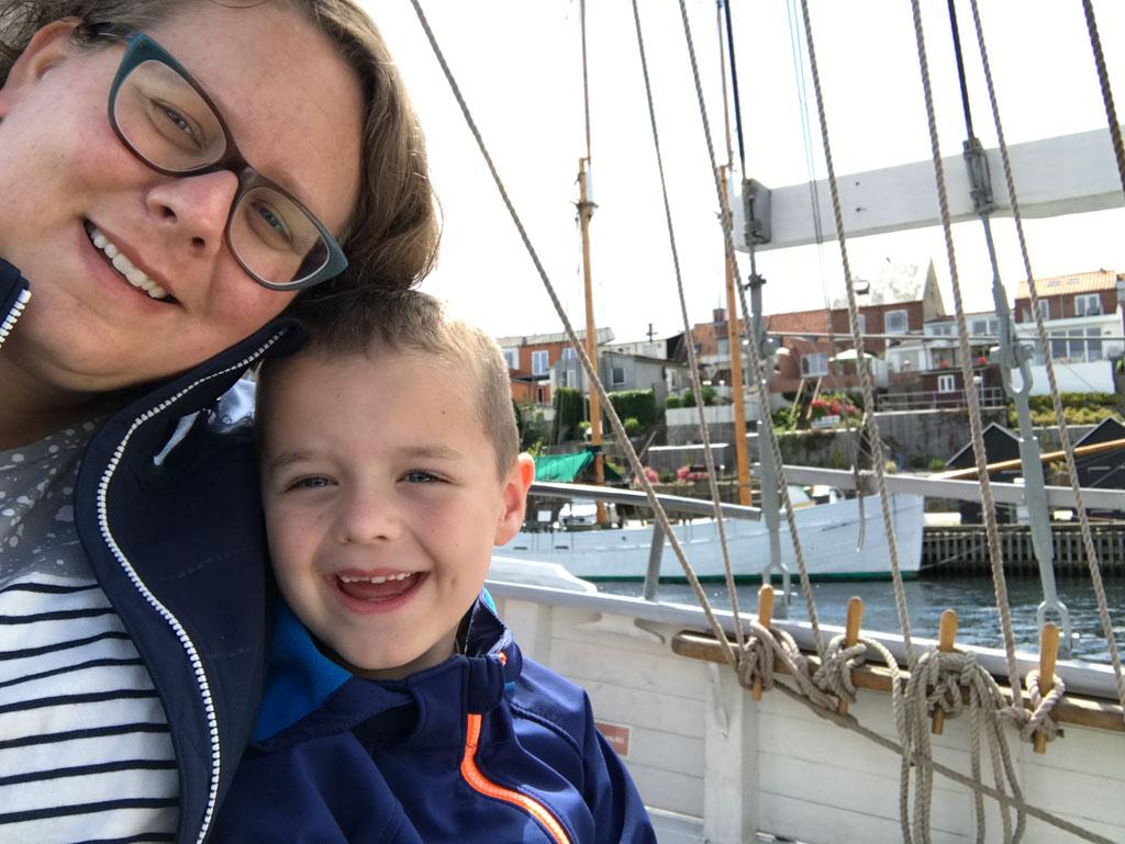 We genieten van het boottochtje.