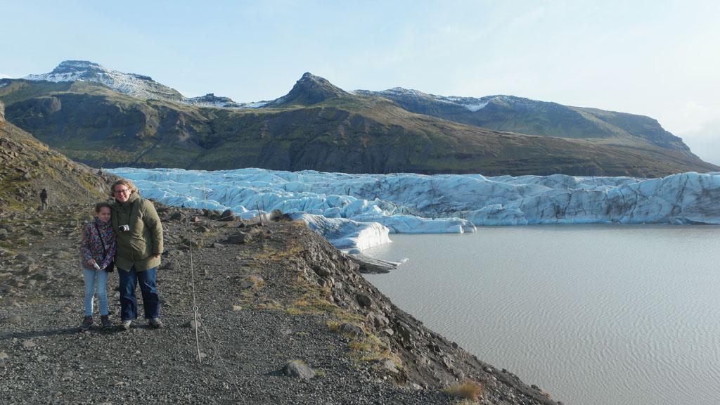 Opeens zien we de Svinafellsjokull gletsjer.