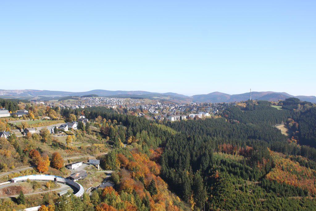 Vanaf de Erlebnisberg heb je prachtig uitzicht op Winterberg.