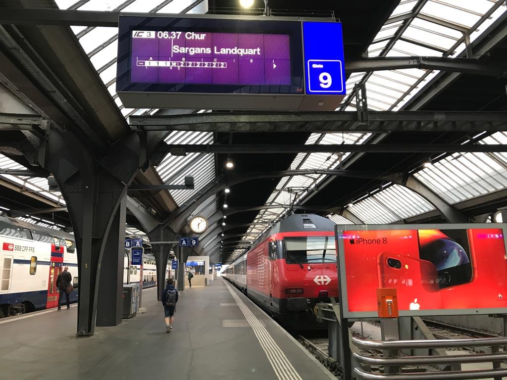 De trein van Zürich naar Chur.