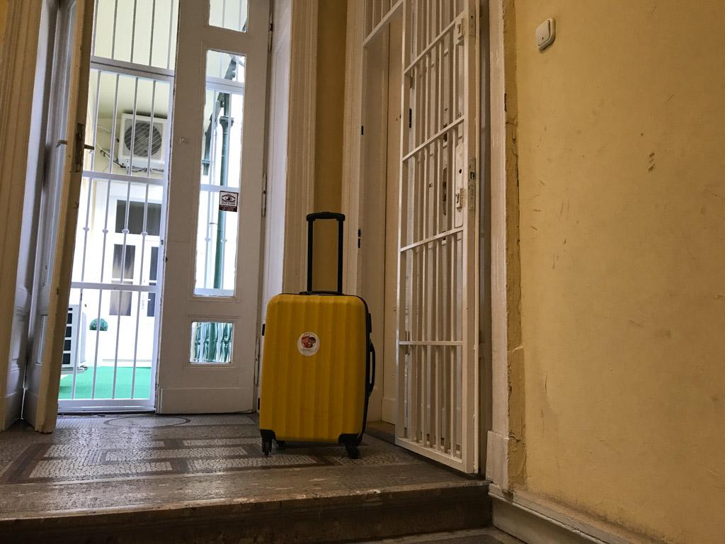 Het appartement in Boedapest is gevestigd in een oud gebouw.