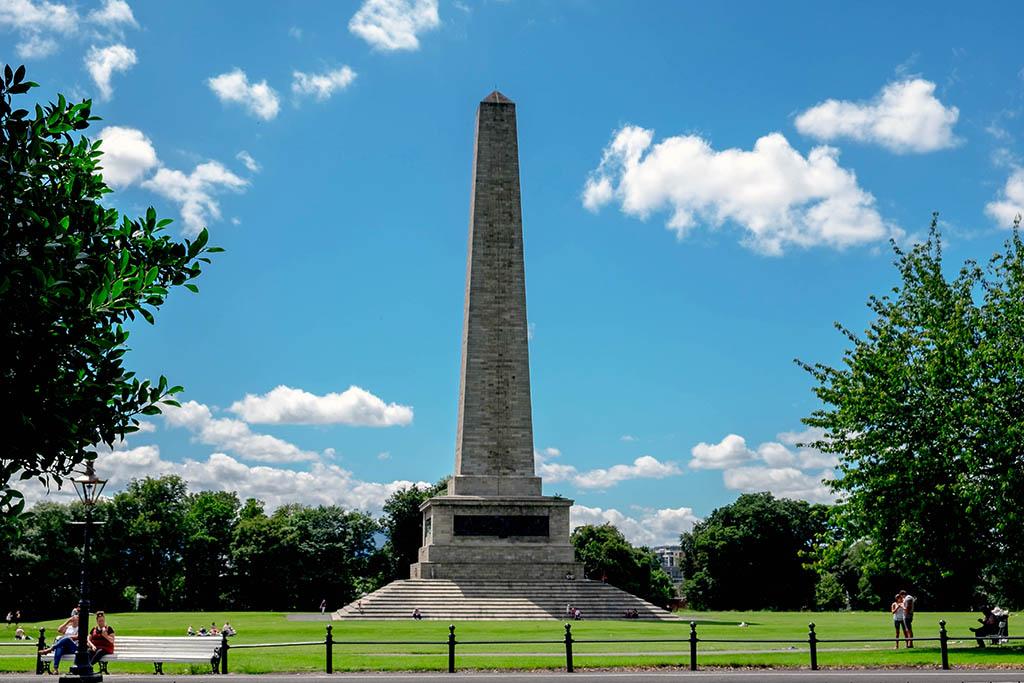 Een grote obelisk in het Phoenix Park in Dublin