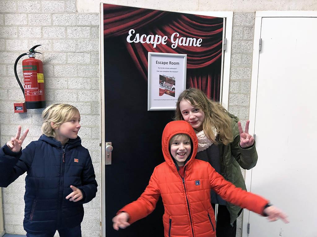 We komen aan bij de familie escaperoom. Spannend, wat zou er gaan gebeuren?