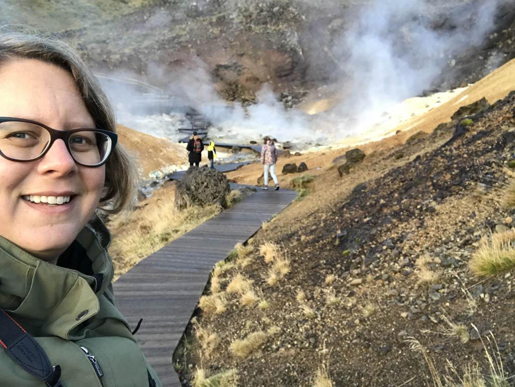 Knijper op je neus en ondertussen je ogen uit kijken bij de geothermische gebieden.