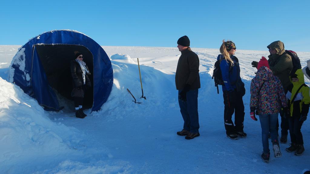 Voor de ingang van de gletsjer.