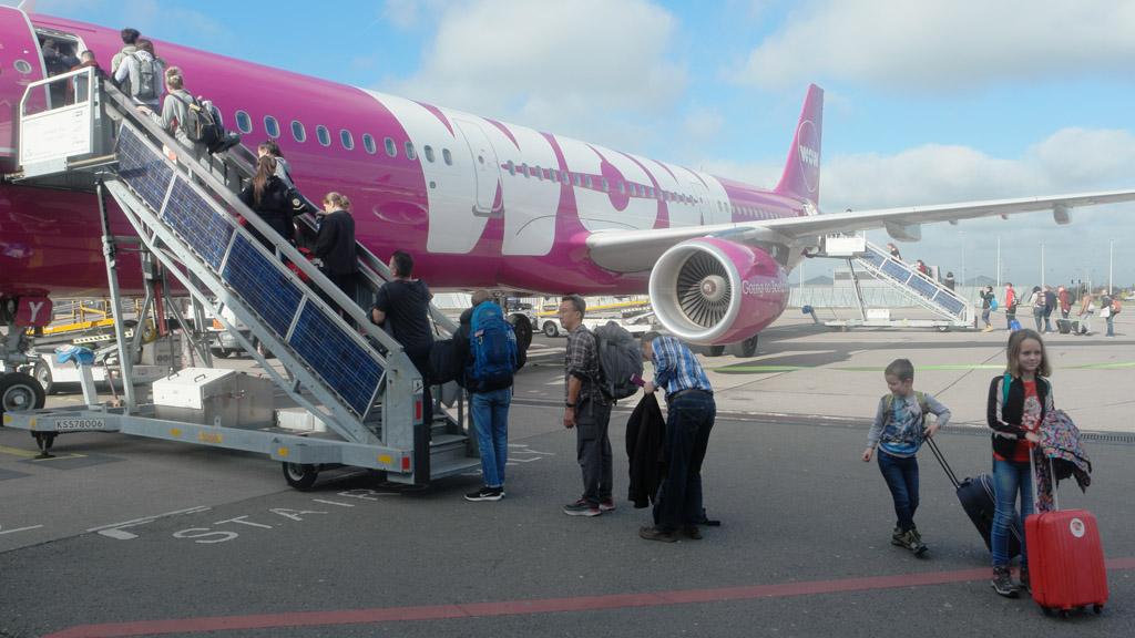 Met WOW air naar Keflavik Airport in IJsland vliegen.