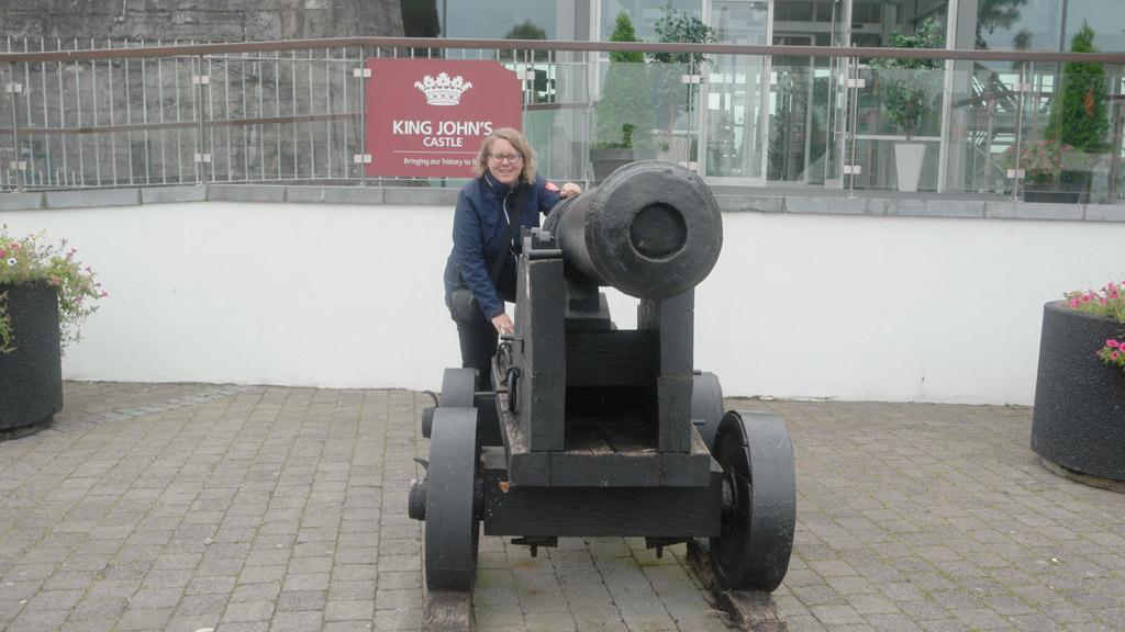 Het kanon voor King John's Castle, een van de twee kastelen in Limerick.