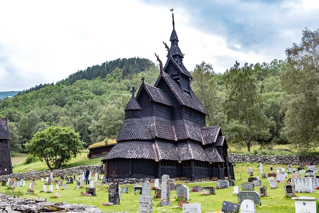 We bezoeken ook de oude Noorse stavenkerk in de omgeving van Borgund