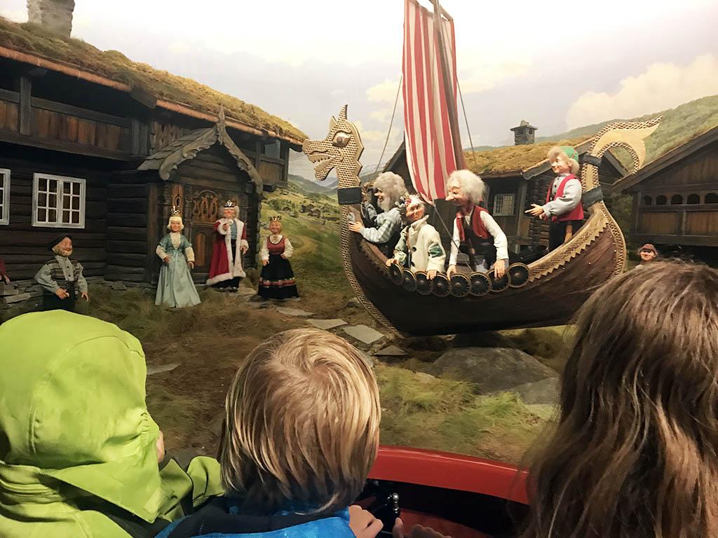 In het Hunderfossen-familiepark draait alles om de Noorse mythologie