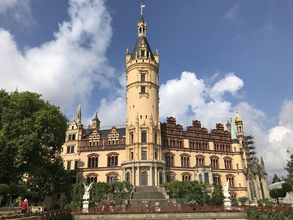 Het kasteel van Schwerin is prima bereikbaar vanaf dit Landalpark in Duitsland.