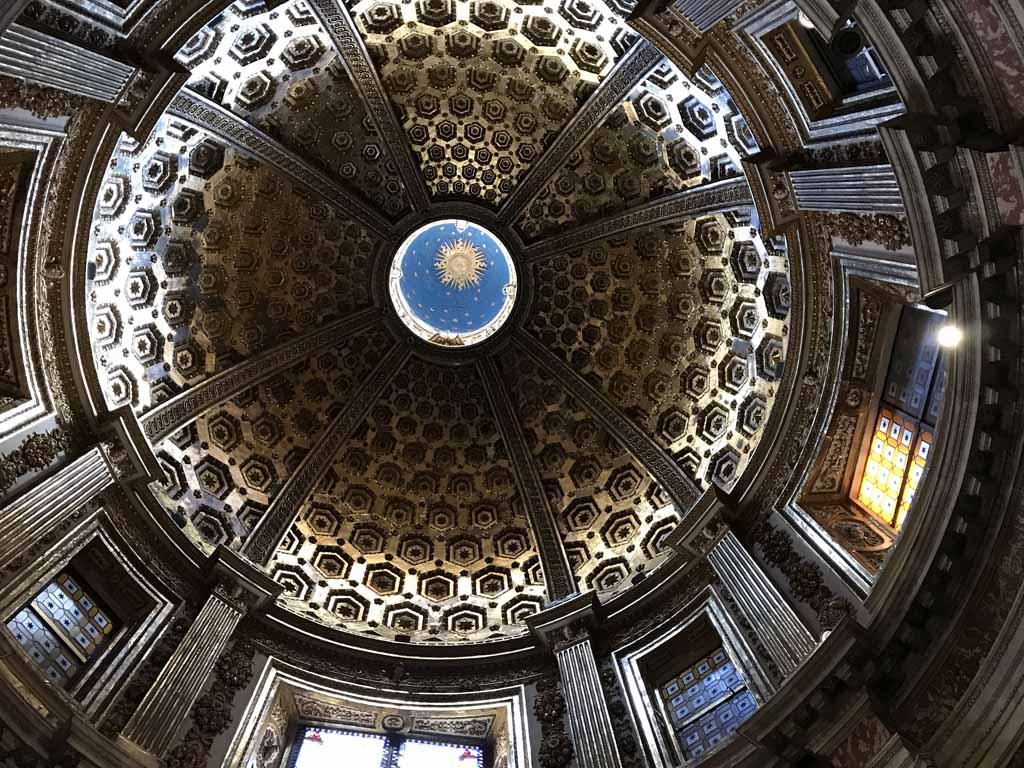 Kijk in de Italiaanse kerken goed naar boven.