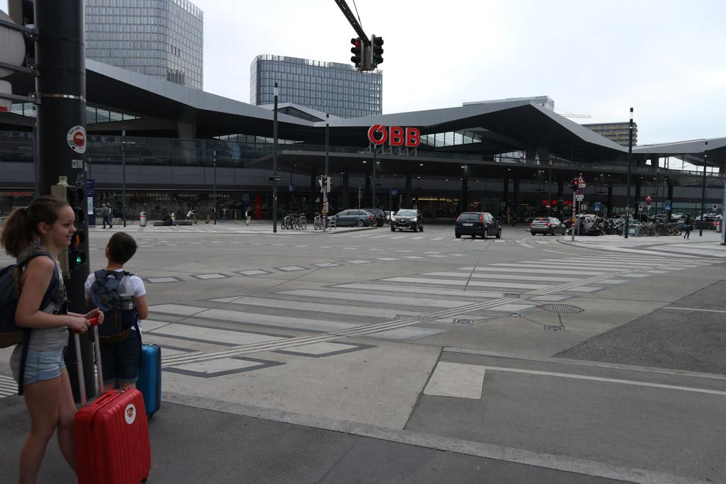 Op weg naar Wien Hauptbahnhof.