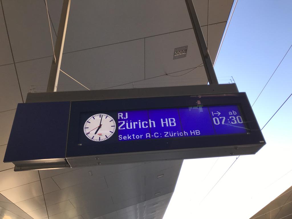 Vroeg op weg naar Zürich.