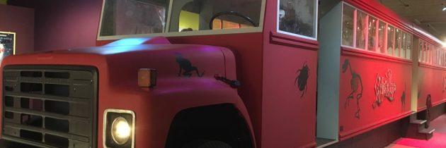 Ritje in de Griezelbus in het Limburgs Museum, bezoek de Paul van Loon tentoonstelling