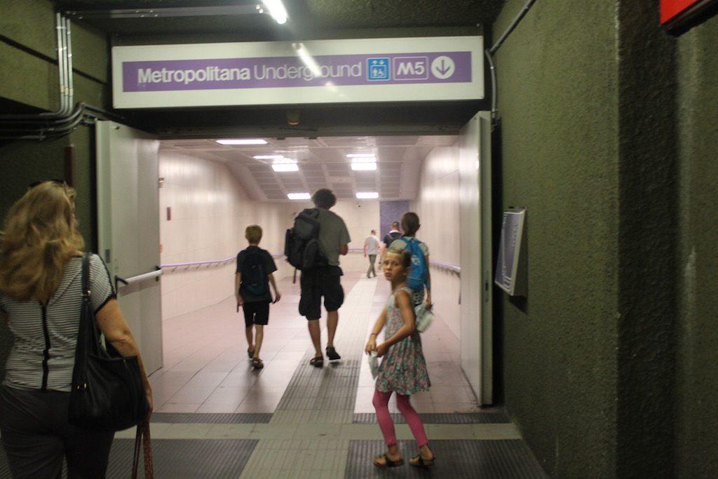 Wij vinden het handig om met de metro Milaan met kinderen te verkennen.