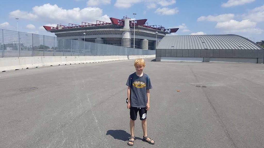 Eindelijk zijn we klaar met shoppen en mag onze zoon naar zijn favoriete plek in Milaan.