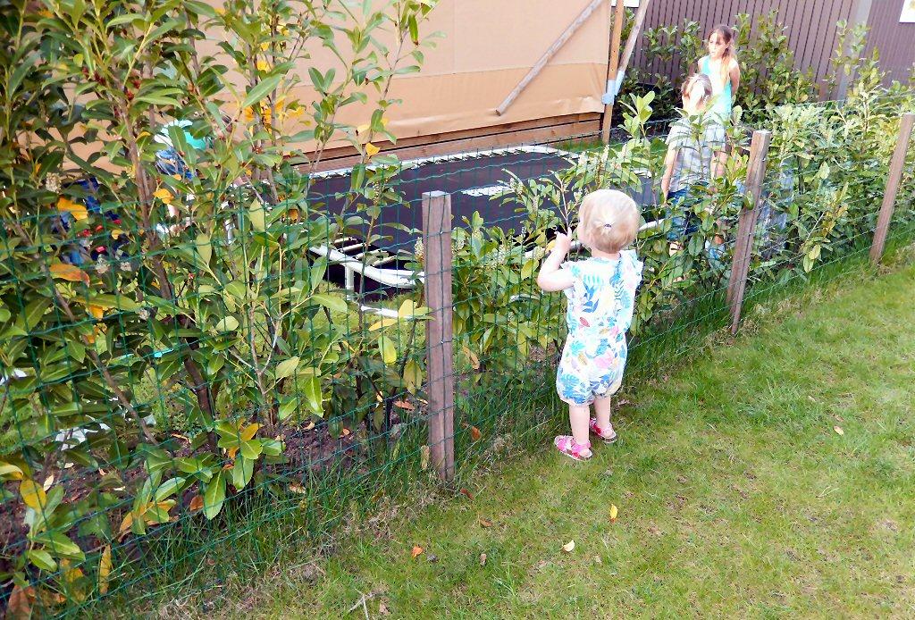 Gluren bij de buren, Olivia is onder de indruk van de springkunsten