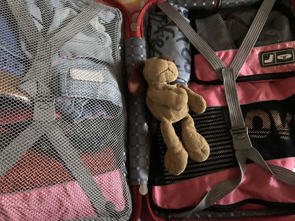 De packing cubes in een handbagage koffertje tijdens onze Interrail vakantie.