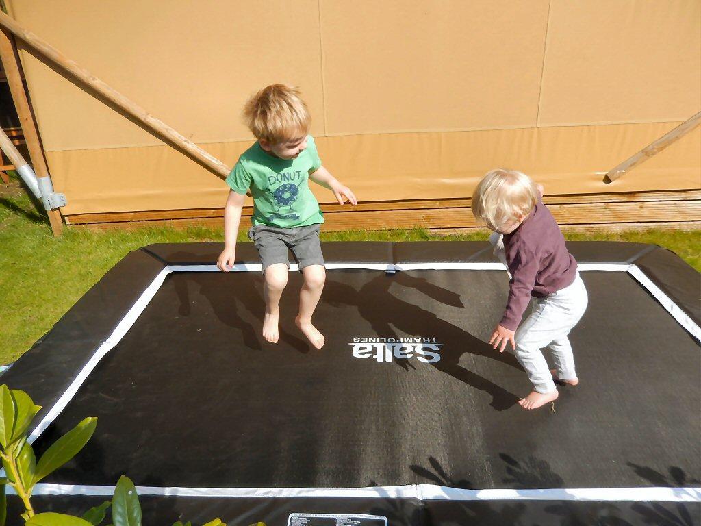Jump, jump! Samen op de trampoline
