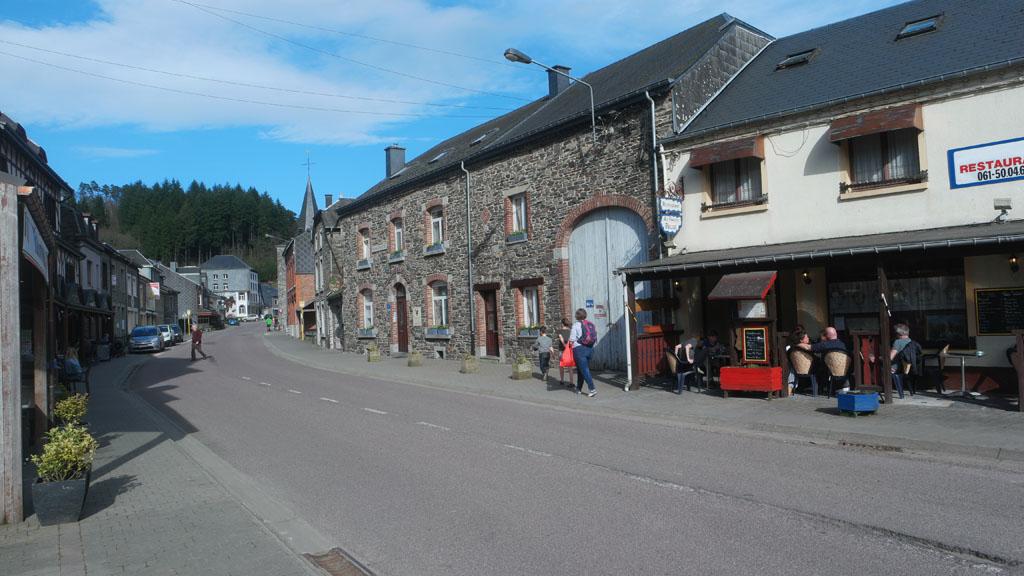 Het Appartementhotel ligt aan de doorgaande weg in het dorp.