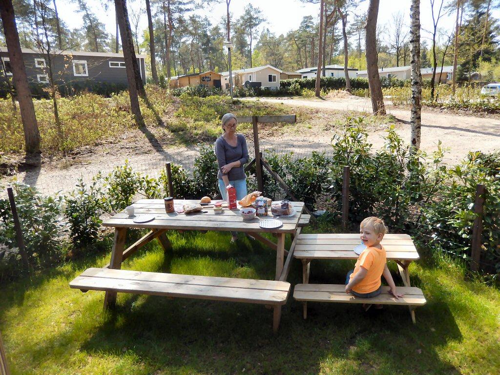 Picknicken in de tuin, zo fijn