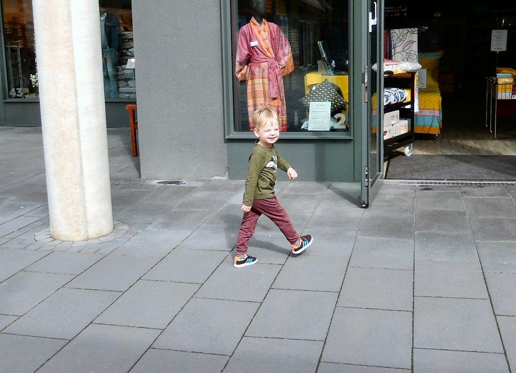 Matteo shopt er op los bij Designer Outlet Soltau