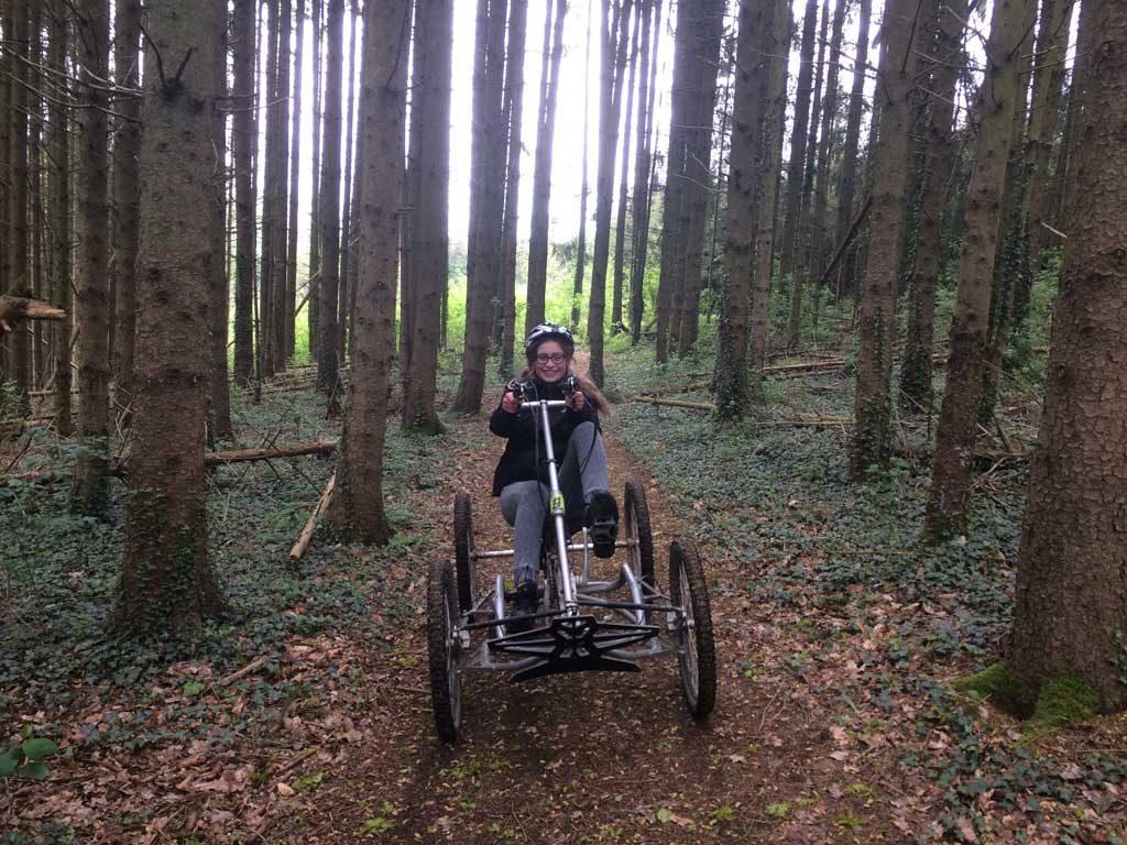 We genieten van de natuur in de Ardennen. En overal klinkt vogelgezang.