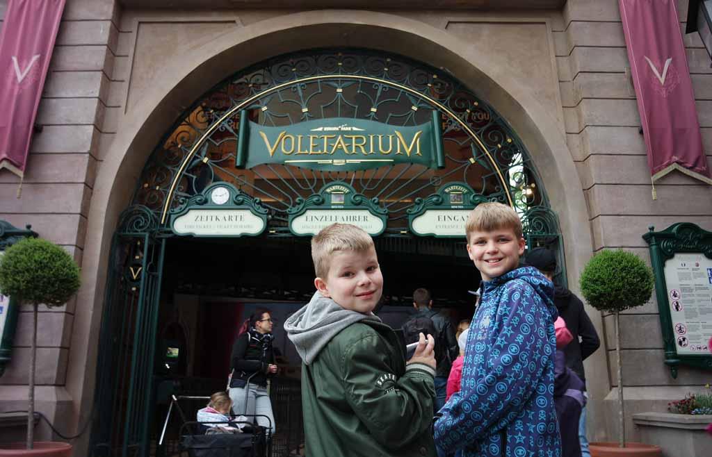 Aansluiten in de wachtrij voor Voletarium is helemaal niet erg Europa-Park-flying-theatre-Voletarium