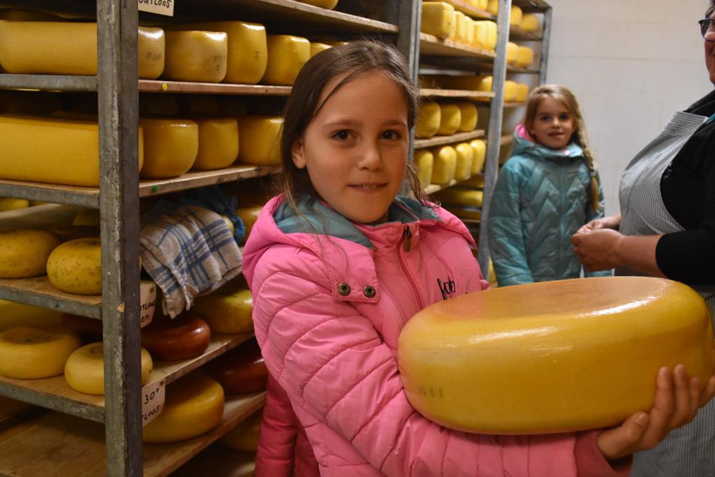 Deze kaas weegt wel 10 kilo!