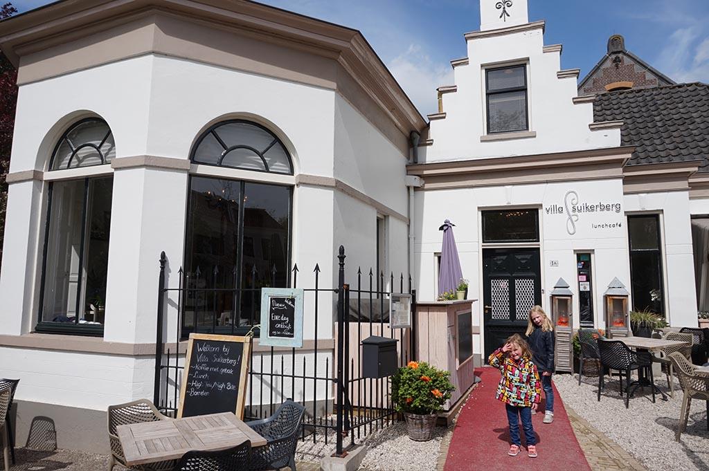 Naast de Fundatie zit het leuke koffietentje Villa Suikerberg