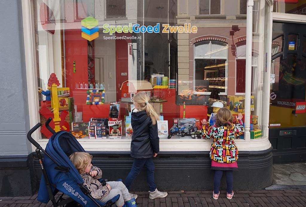 Zo jammer dat deze winkel vol LEGO niet open is