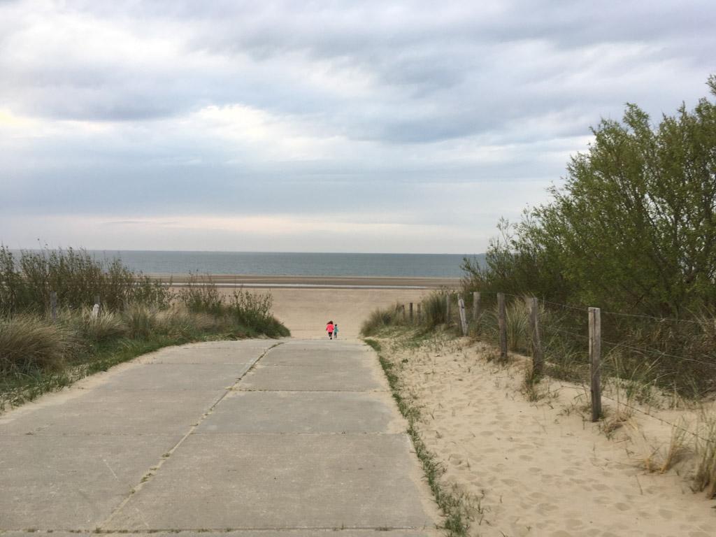 En daar is het strand al!