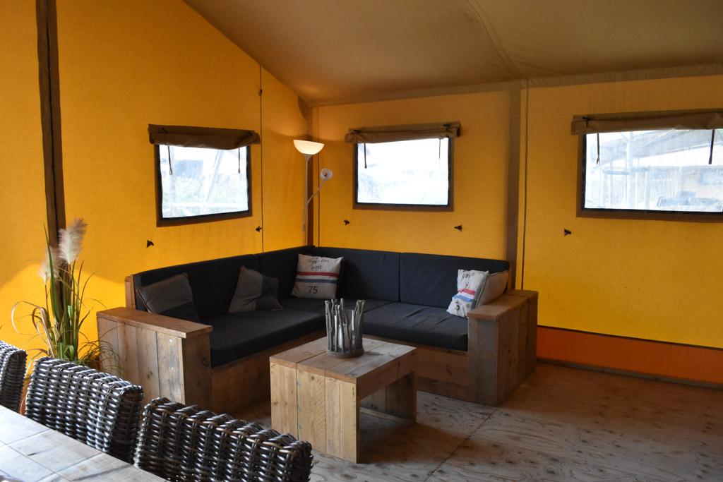 De woonkamer glamping in Zeeland