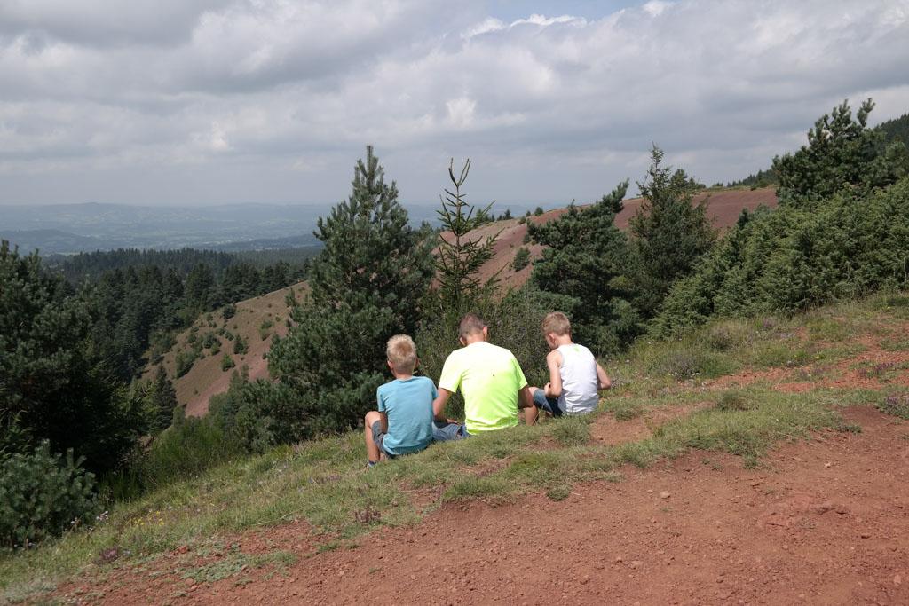 Op de top van de Puy de Lassolas lunchen en genieten van het uitzicht.
