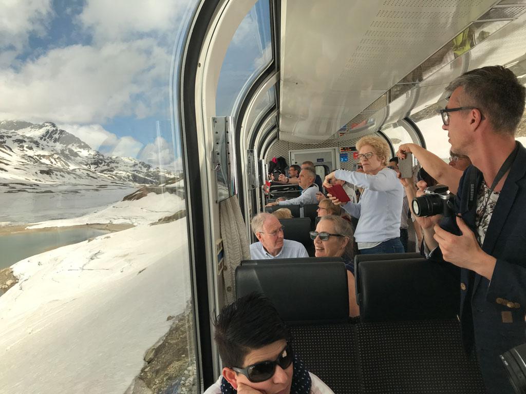 In de meivakantie gaat de Bernina Express nog door de sneeuw.