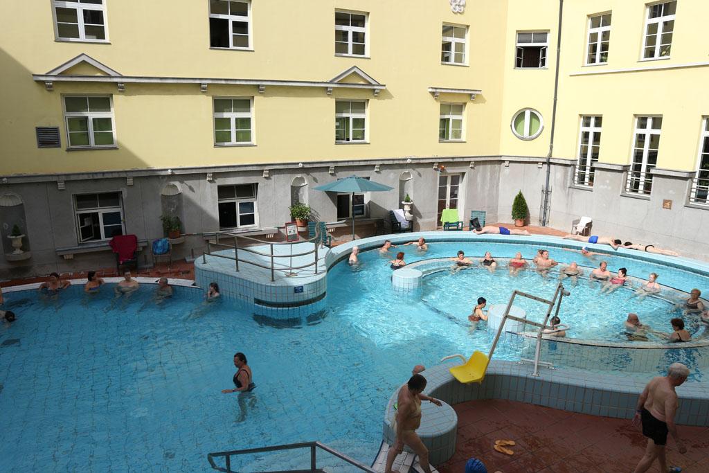 Het derde zwembad waar de kinderen wel in mogen.