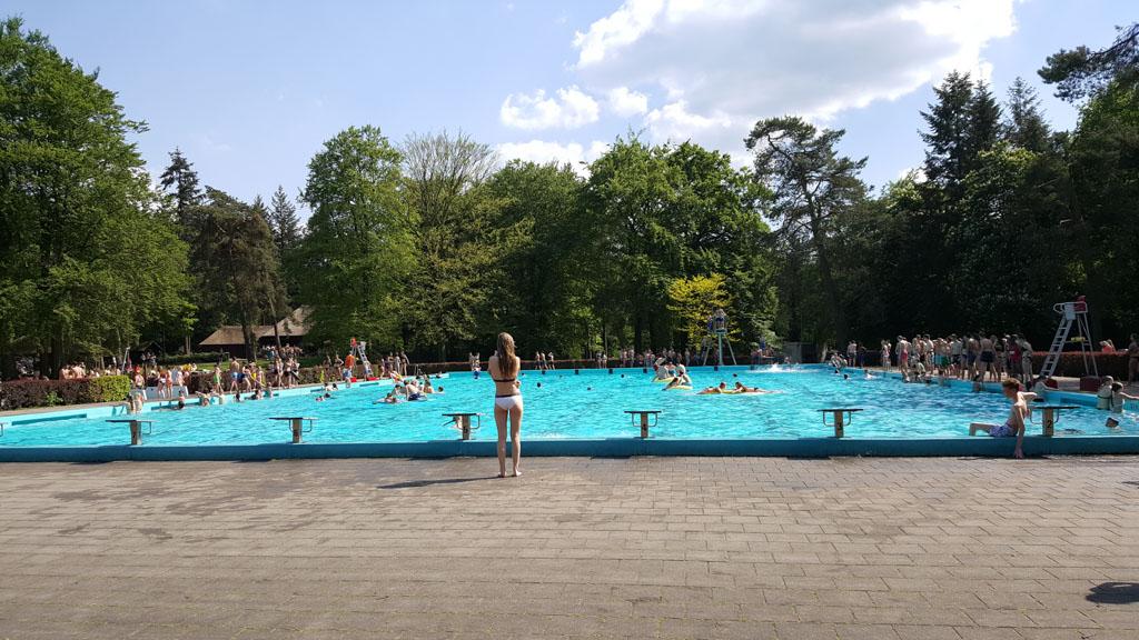 Een 50-meter wedstrijdbad,