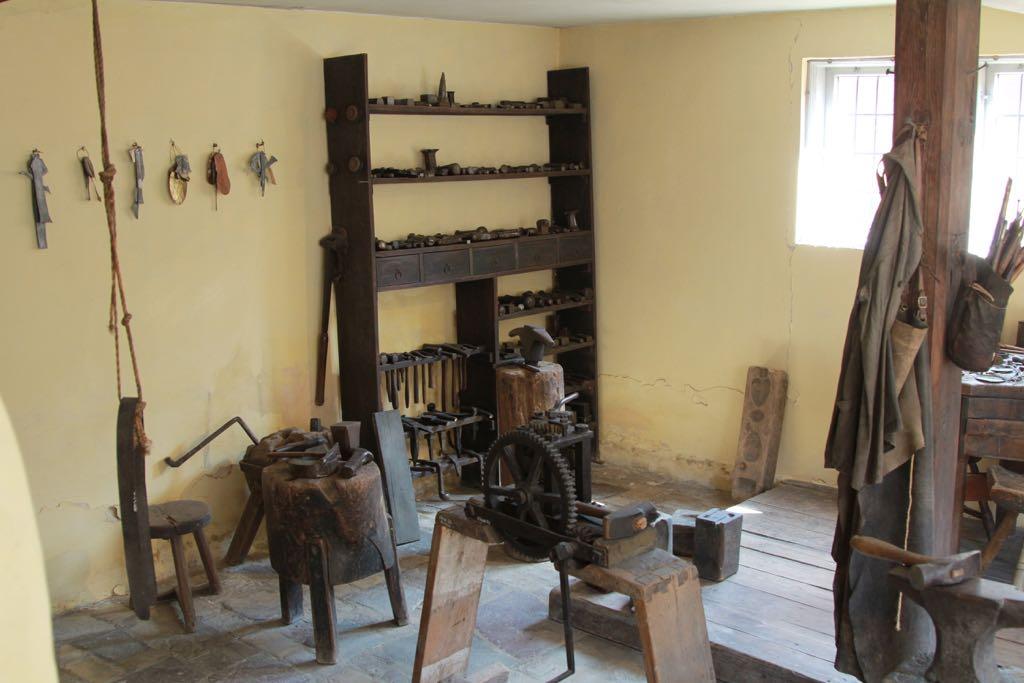 De werkplaats van een oude klokkenmaker.