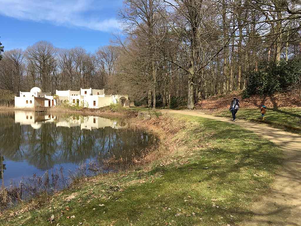 Maak een mooie wandeling door Museumpark Oriëntalis