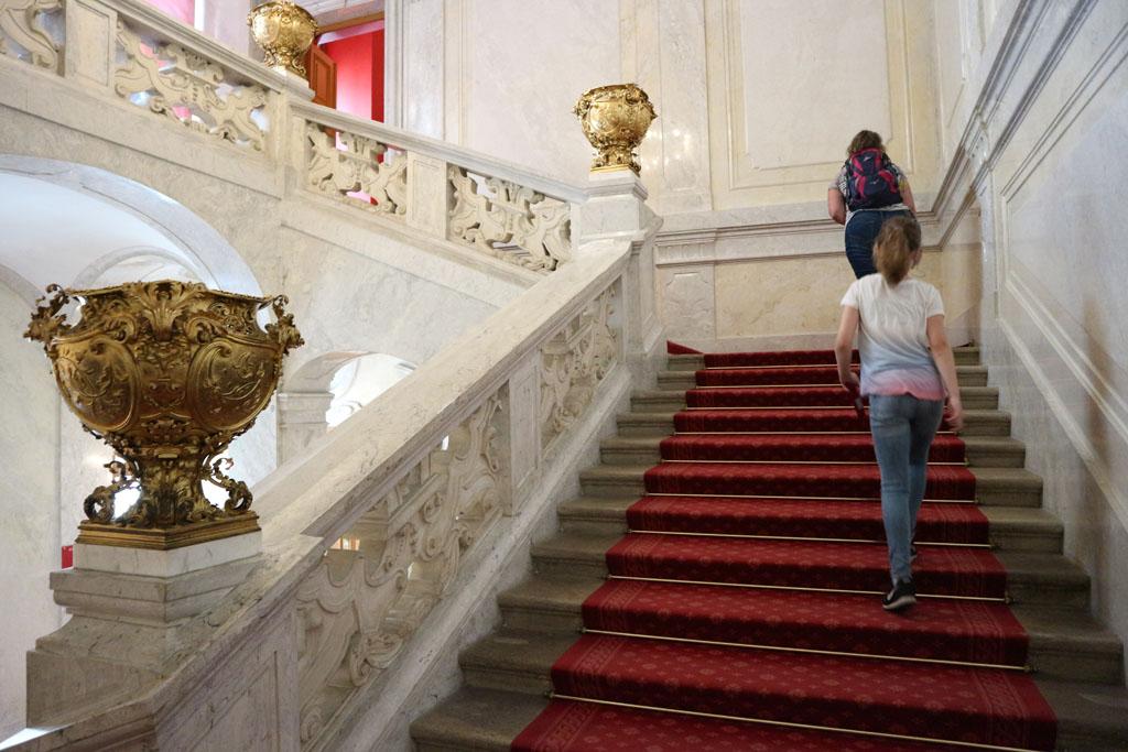 Naar boven, naar het Sissimuseum. Helaas is foto's maken daar niet toegestaan.