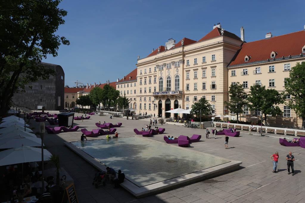 De binnenplaats van het Museum Quartier.