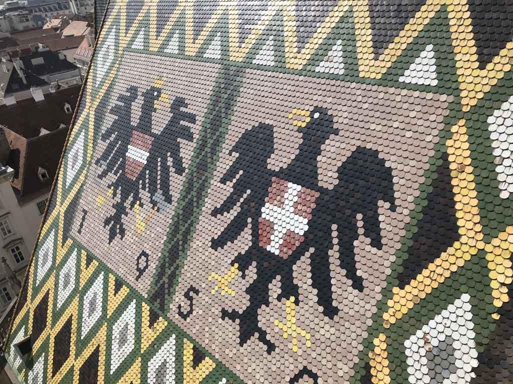 Het dak van de Stephansdom heeft hele mooie patronen.