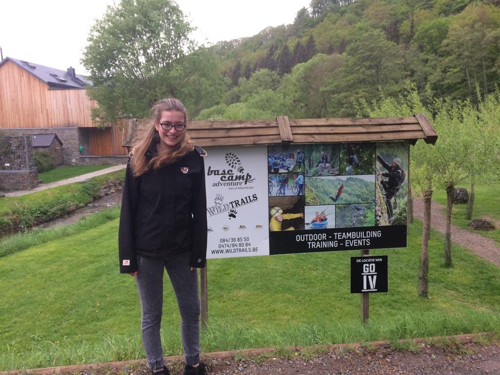 Lynn (14 jaar) kan zich prima vermaken op het basecamp van Wildtrails.