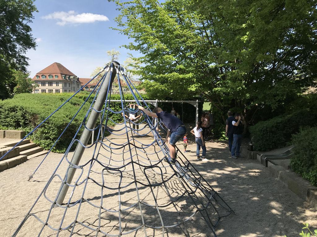 De speeltuin naast Lindenhof.