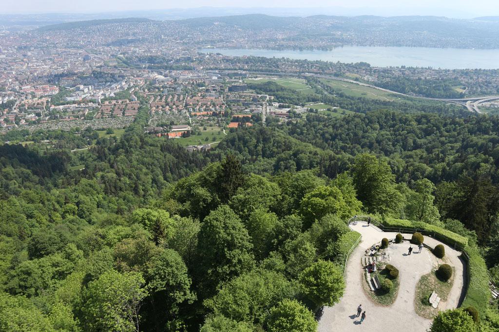 Wat een uitzicht vanaf de uitkijktoren op de Uetliberg.
